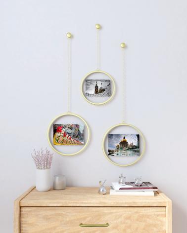 Photochain Round Photo Frame by Umbra: 10x15 cm and 13x18 cm